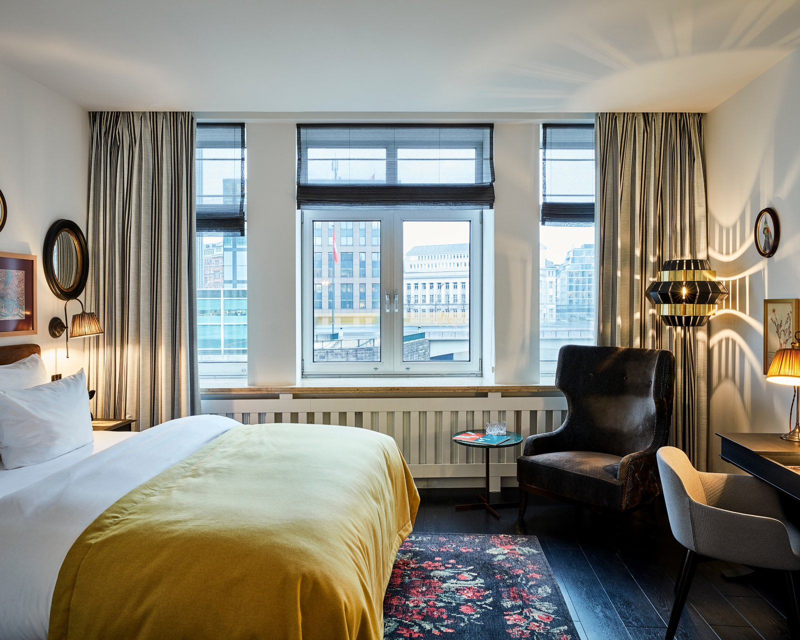 sir-nikolai-hamburg-room-deluxe (19).jpg